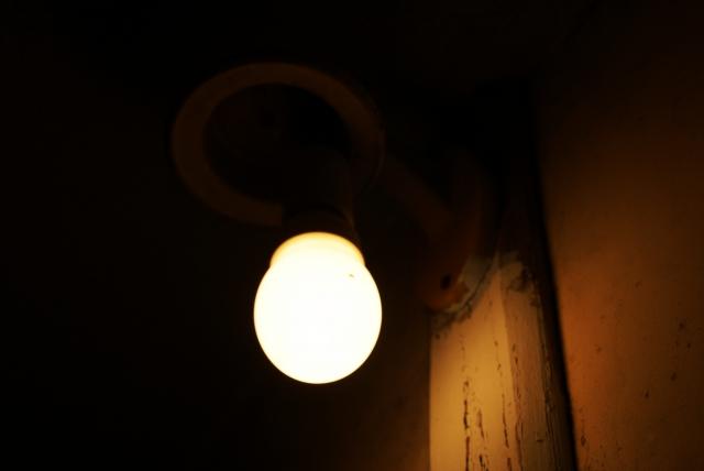 寝るときの電気は豆電球