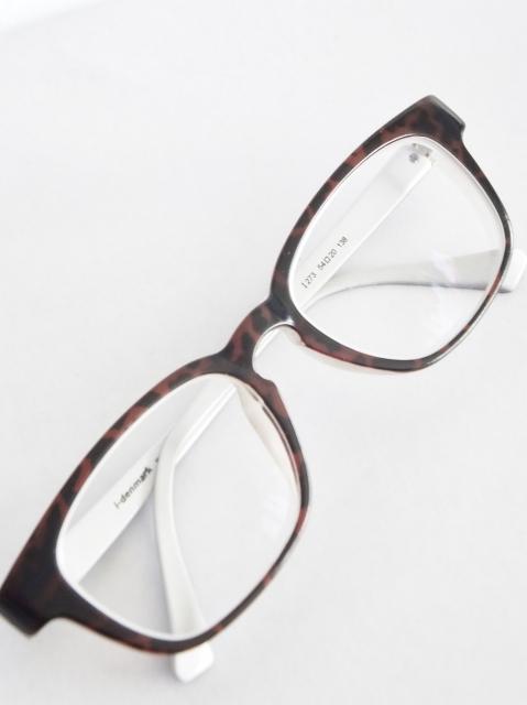 メガネをかけるだけで目が悪くなるわけないでしょう(笑)