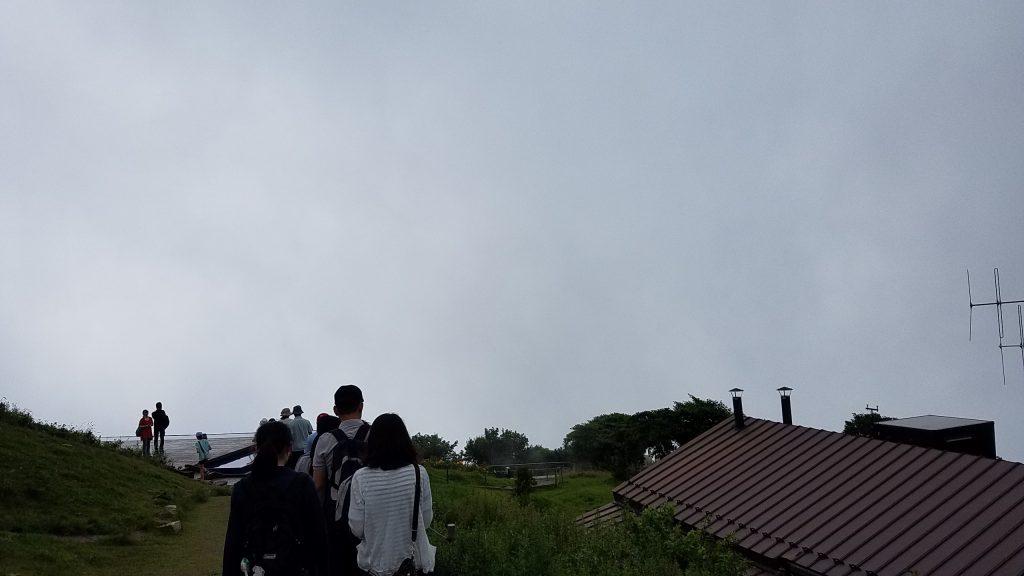 琵琶湖テラスへの道